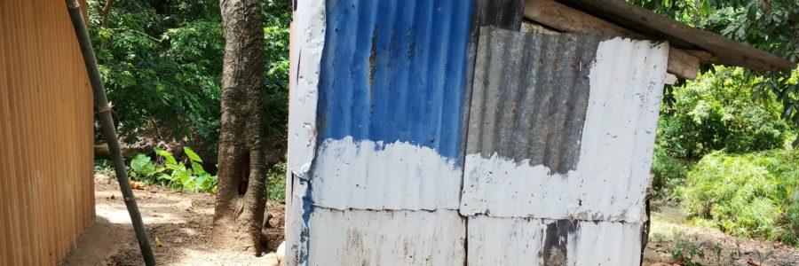 Die nächsten Projekte: Ein sauberes WC-Häuschen mit Duschgelegenheit für eine ganze Siedlung – Anschluss der Abwasser und Fäkalienabflüsse an die Kanalisation